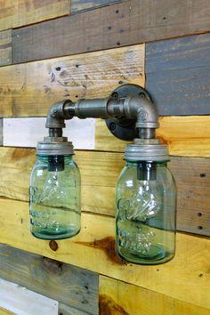 бра из водопроводных труб и банок