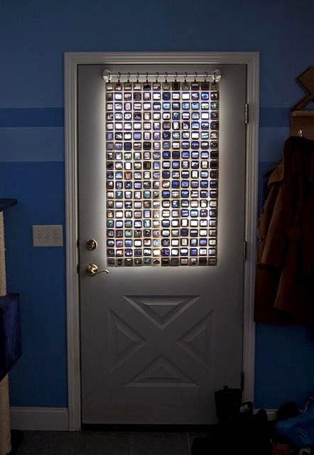Шторка для прозрачной двери из старых слайдов