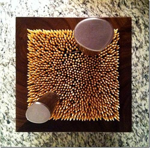 Наполните красивую коробку деревянными шампурами, и вы получили нетривиальную и эстетичную стойку для ножей на кухню