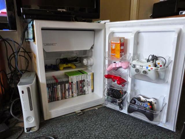 ТВ-тумба с полками для… всего из сломавшегося мини-холодильника