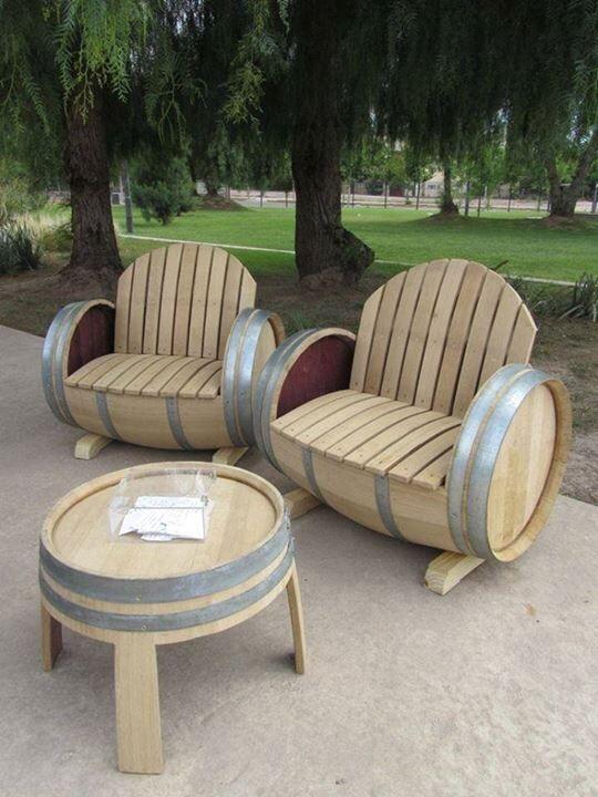 садовая мебель из винных бочек