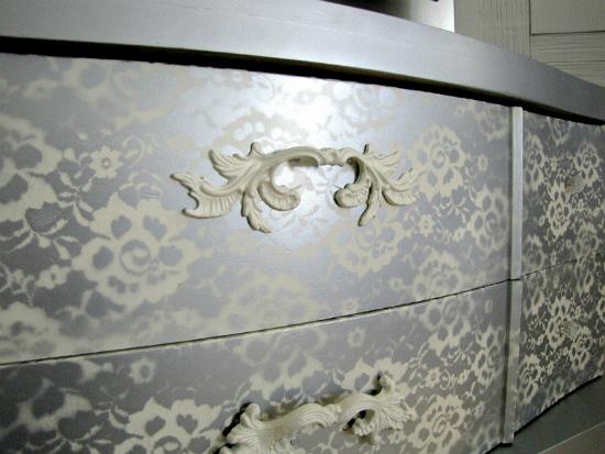 ящики комода с кружевным рисунком