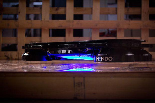 """НЕ утка: настоящий ховерборд, летающий скейт из """"Назад в будущее"""" Hendo Hoverboard"""