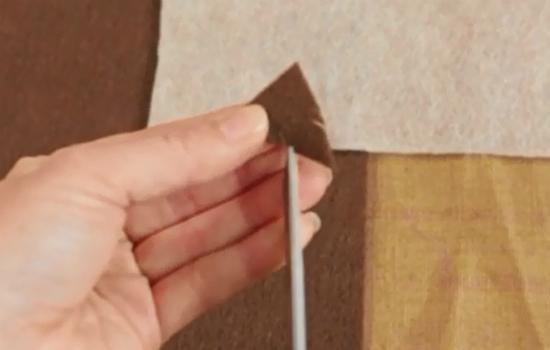 по бокам каждое такое «перо» стоит пару-тройку раз прорезать ножницами
