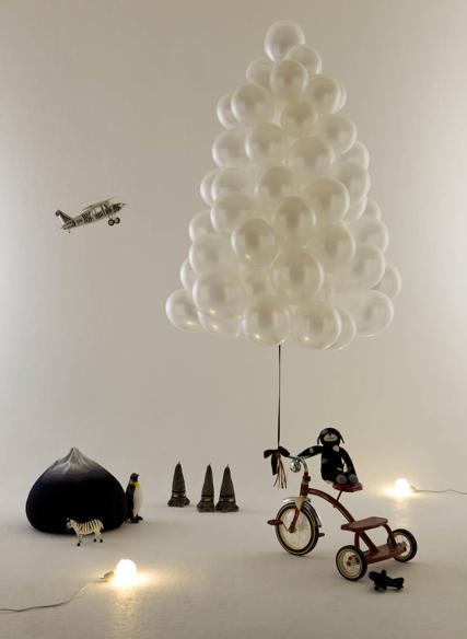Новогодние елки из воздушных шаров - летающие