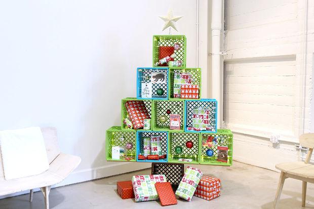 Как сделать новогоднюю елку своими руками: елка из цветных пластиковых ящиков
