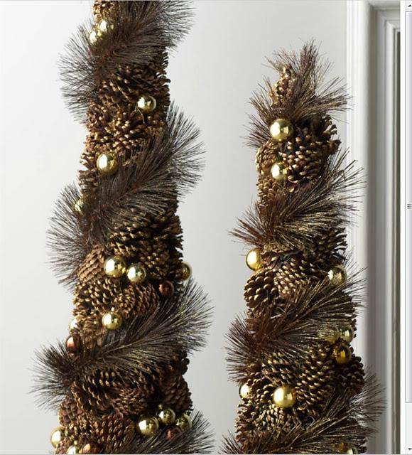 Настольные новогодние елки своими руками - на основе конусов: из шишек