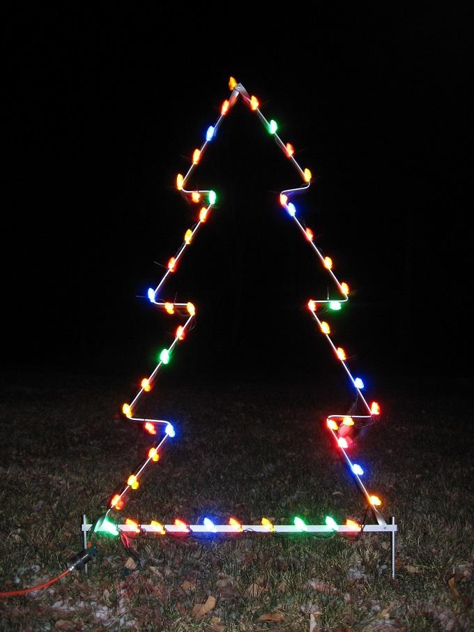 Как сделать новогоднюю елку своими руками: плоские елки - из гирлянды на проволоке