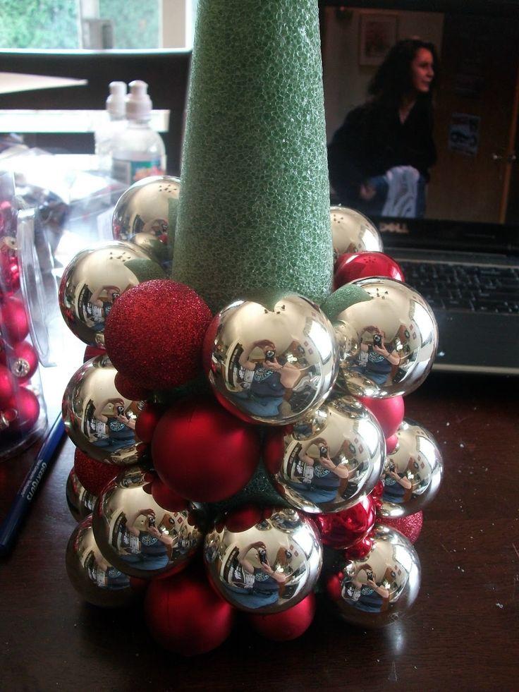 Настольные елки на конусах разной высоты: елка из елочных шаров - принцип создания
