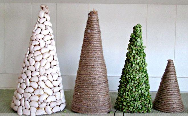 Настольные новогодние елки своими руками - на основе конусов: конусы, уркашенные горохом и фасолью