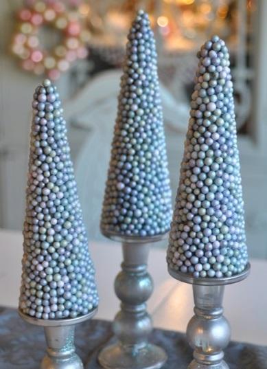 Настольные новогодние елки своими руками - на основе конусов: конусы, оклеенные конфетами-драже
