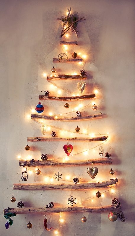 Как сделать новогоднюю елку своими руками: плоские елки - из палок, гирлянды и елочных игрушек