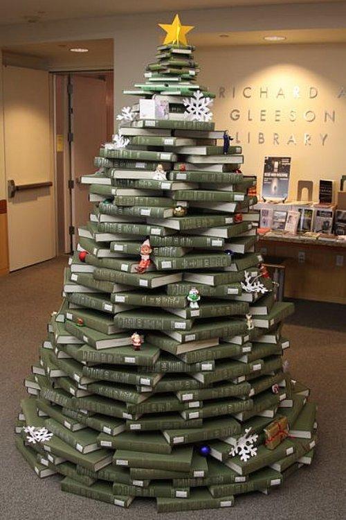 Новогодняя елка из папок или книг