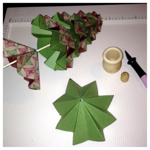 Как сделать новогоднюю елку своими руками: елки из бумаги - из кругов, сложенных гармошкой