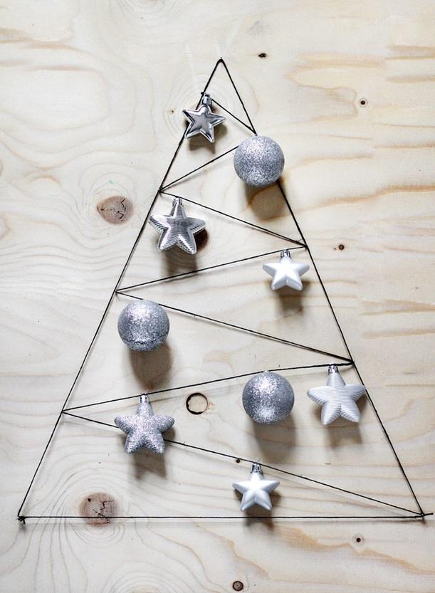 Как сделать новогоднюю елку своими руками: плоские елки - из проволоки и елочных игрушек, плоские елки в раме