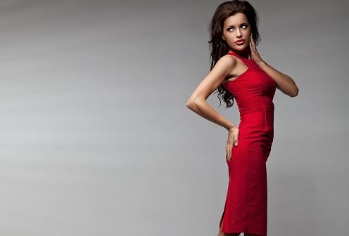 Всегда носите красную помаду с броскими нарядами
