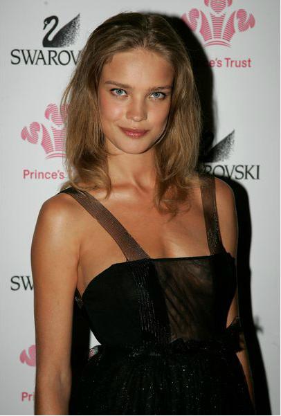 Наталья Водянова (Natalia Vodianova), широкие брови, естественный макияж