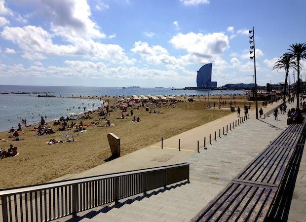Маленькая Барселона - пляж рядом с городом