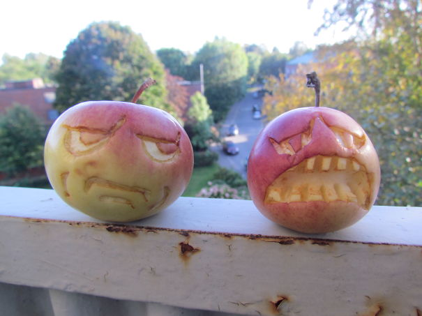 Хэллоуинский карвинг по яблокам: нытик и пессимист