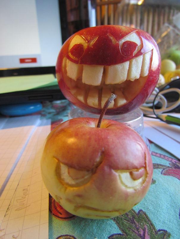 Хэллоуинский карвинг по яблокам: забияка и пессимист