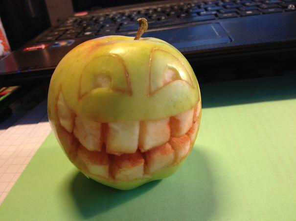 Хэллоуинский карвинг по яблокам: психо