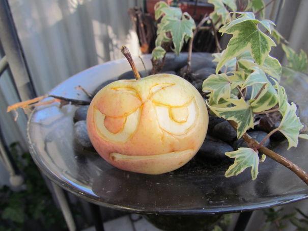 Хэллоуинский карвинг по яблокам: не позорься, Шерлок!