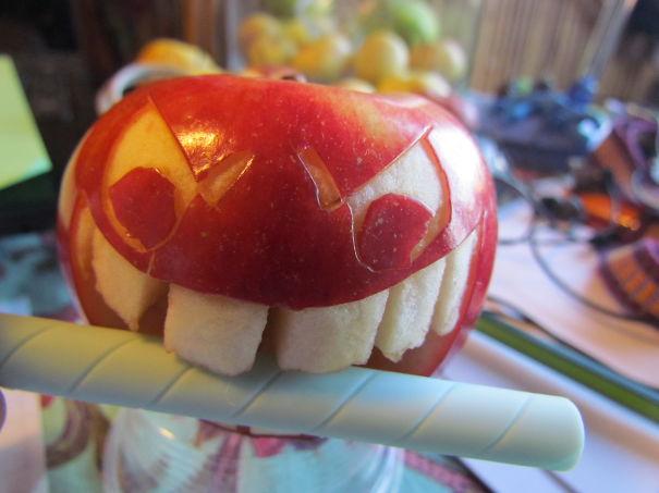 Хэллоуинский карвинг по яблокам: моя прелесть!