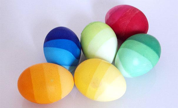 Оригинально и креативно украшаем яйца на Пасху: красим яйца градиентом