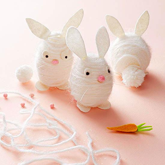 оригинальное и креативное окрашивание и декорирование яиц на Пасху: зайцы из пряжи и бумаги
