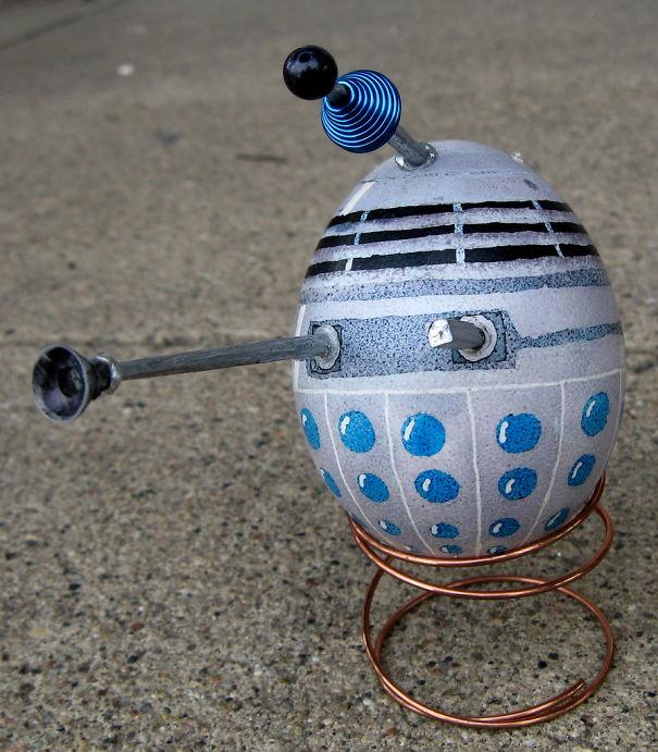 оригинальное и креативное окрашивание и декорирование яиц на Пасху: Далек из Доктора Кто