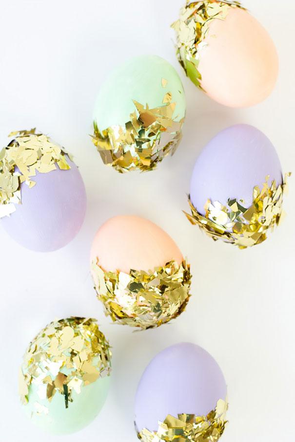 оригинальное и креативное окрашивание и декорирование яиц на Пасху: частичное обваливание в конфетти, блестках, нарезаной блестящей бумаге