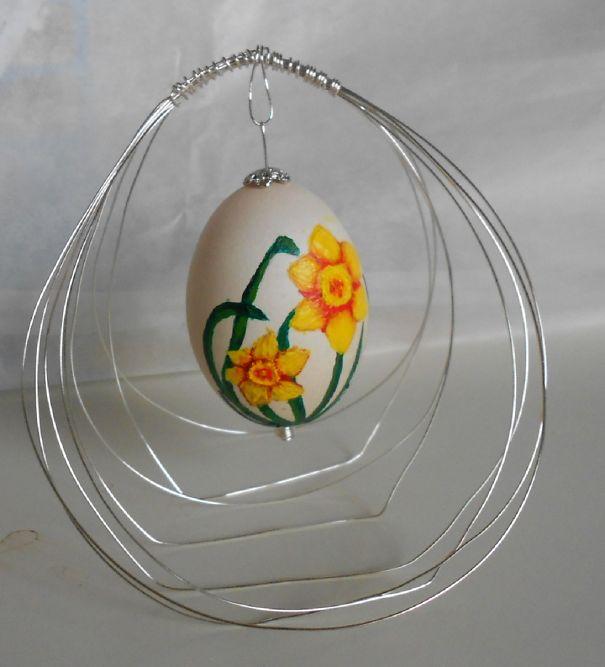 оригинальное и креативное окрашивание и декорирование яиц на Пасху: акриловая краска по скорлупе цветы