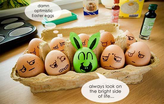 Оригинальное и креативное окрашивание и декорирование яиц на Пасху: раскрашивание фломастерами и маркерами - заяц-оптимист на фоне яиц-пессимистов