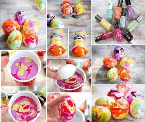 оригинальное и креативное окрашивание и декорирование яиц на Пасху: разводы на скорлупе лаком для ногтей