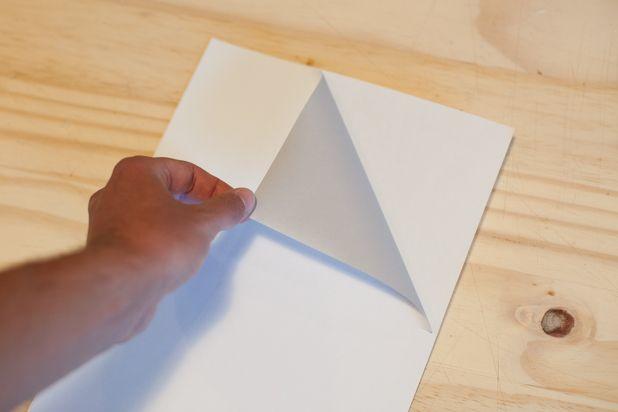Снимите сами наклейки с задника почтовых стикеров