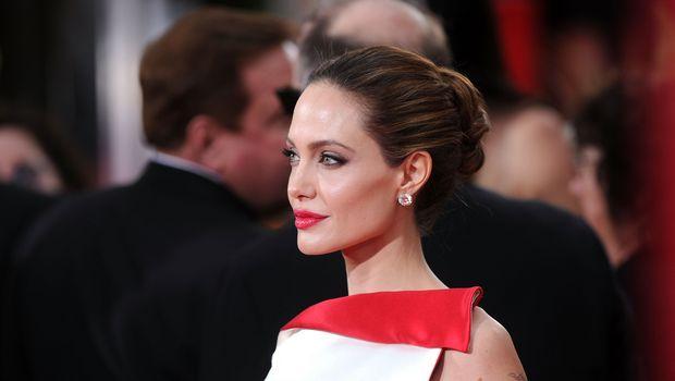 добиться сияющей кожи, как у звезд на красной дорожке: Анжелина Джоли