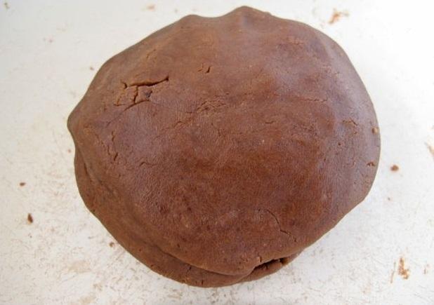 Вы руками соберите все тесто и слепите из него большой гладкий шар