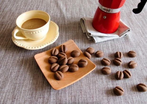 Как приготовить нежные кофейные печенья в виде кофейных зерен