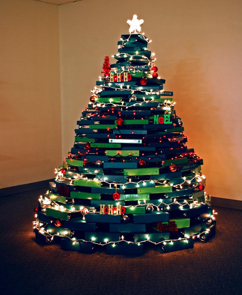 новогодняя елка из офисных папок
