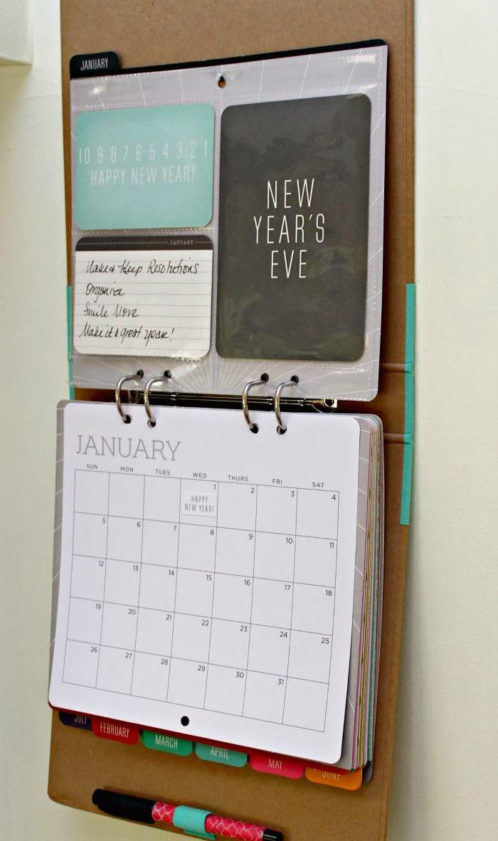 перекидной настенный календарь из офисной папки