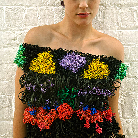 платье из резинок