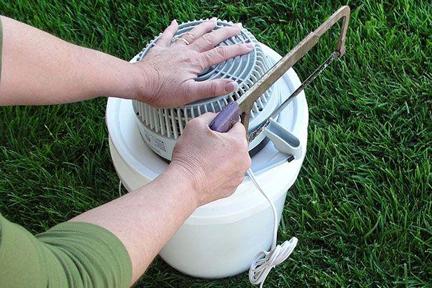 обрежьте опоры портативного вентилятора