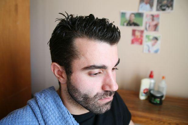 парень с полотенцем, влажные волосы