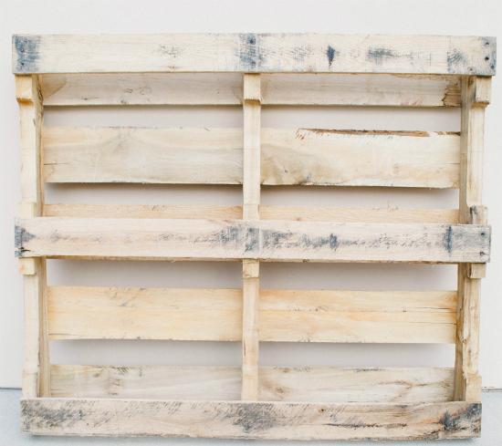 деревянный поддон, палета: вы видите здесь 3 доски, лежащие плоско