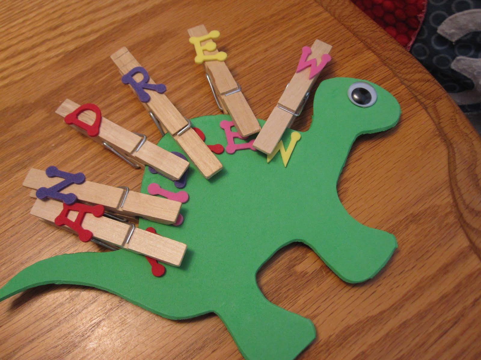 Обучающие игры с прищепками: учим написание слов, прищепки с буквами