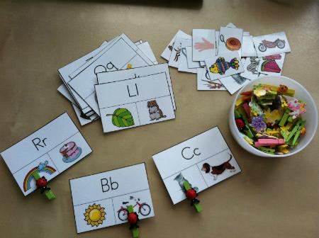 Обучающие игры с прищепками: учим алфавит