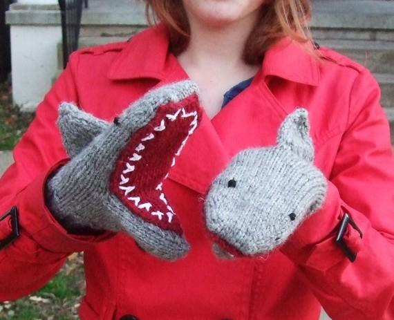 креативные варежки и перчатки для взрослых и детей: акулы - первая модель
