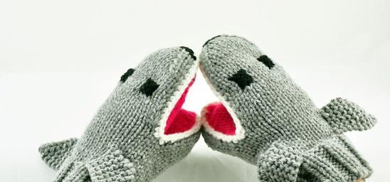 креативные варежки и перчатки для взрослых и детей: акулы - четвертая модель