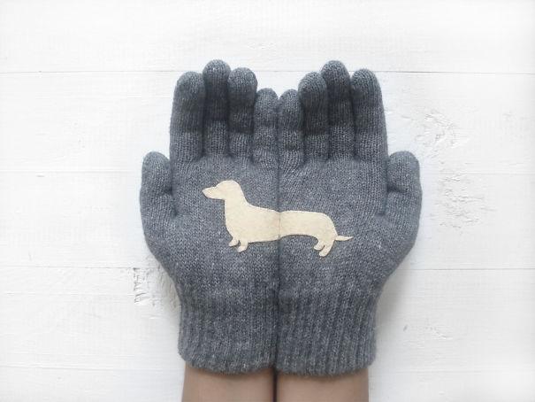 креативные варежки и перчатки для взрослых и детей: перчатки с секретом - половинки профиля таксы на ладонях