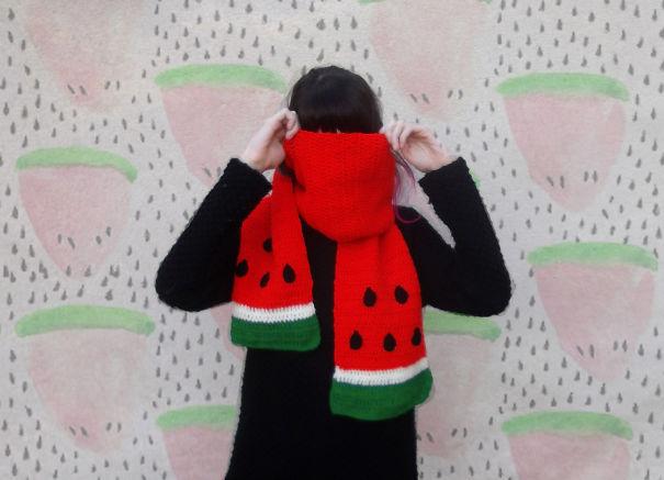 оригинальные зимние шарфы - в виде дольки арбуза